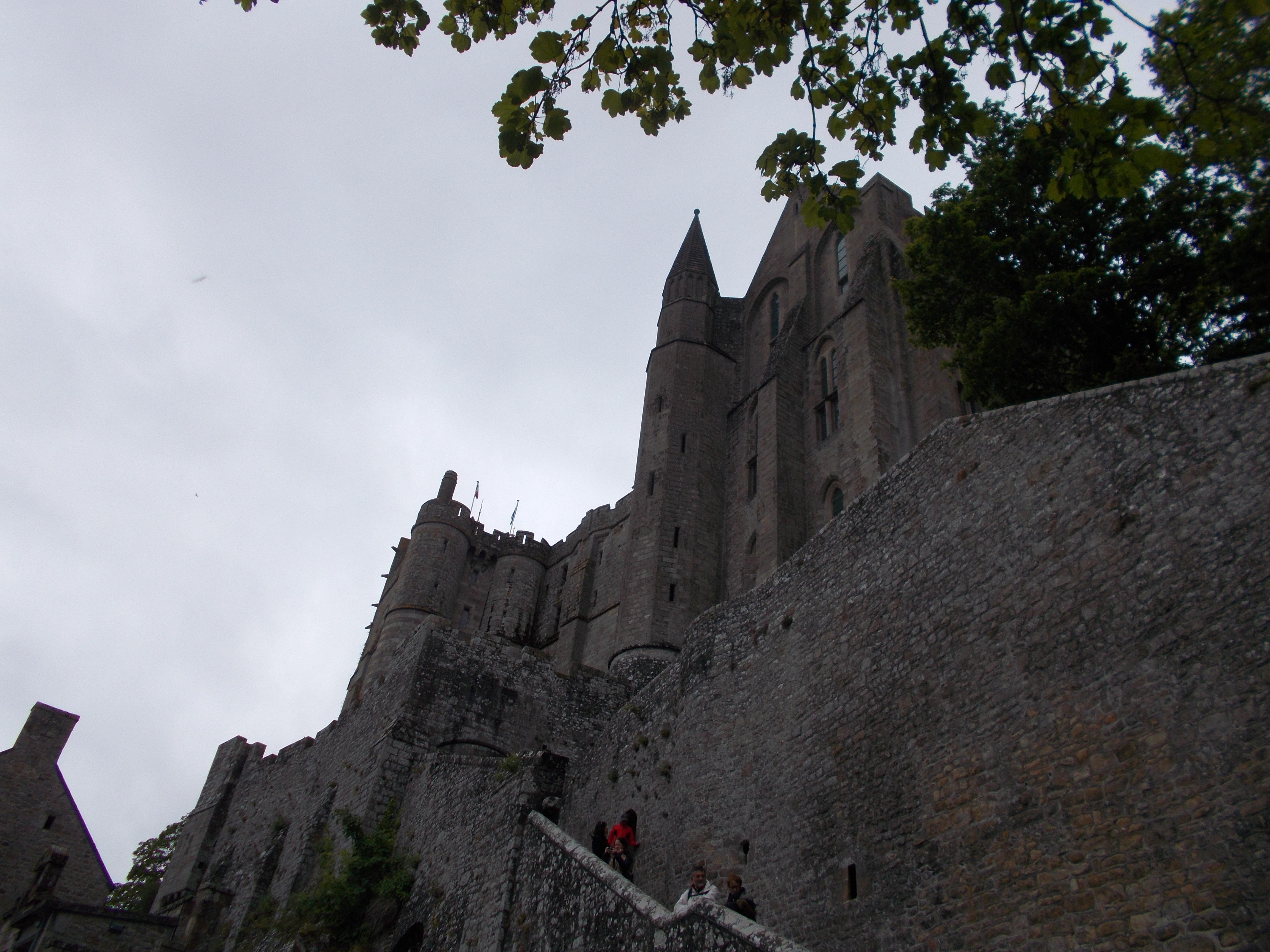 Oltre alla bellezza del plesso monastico e della citt me vale in miniatura che si snoda intorno all abbazia gran parte del fascino di questo luogo